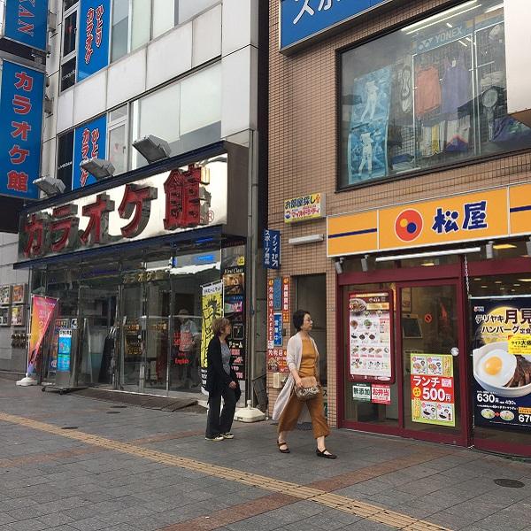 ★上野プレミアム店_道3